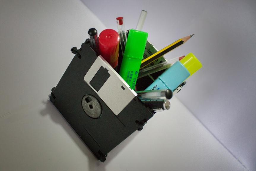 Riciclo creativo ecosostenibile: Portapenne con vecchi FloppyDisk